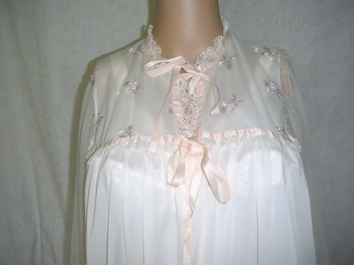 1940 50 Blue Swan White Peignoir Embroidered Flowers Pink … | Flickr