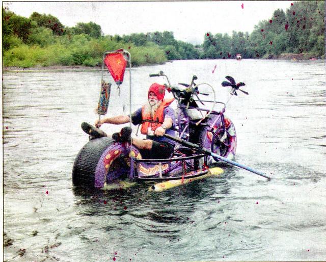 Gnome adrift in Wilamette River!