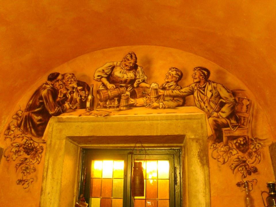 Pintura mural en Cerveceria tradicional alemana Altmarktkeller Dresdner Bierhaus Dresde  Alemania 12