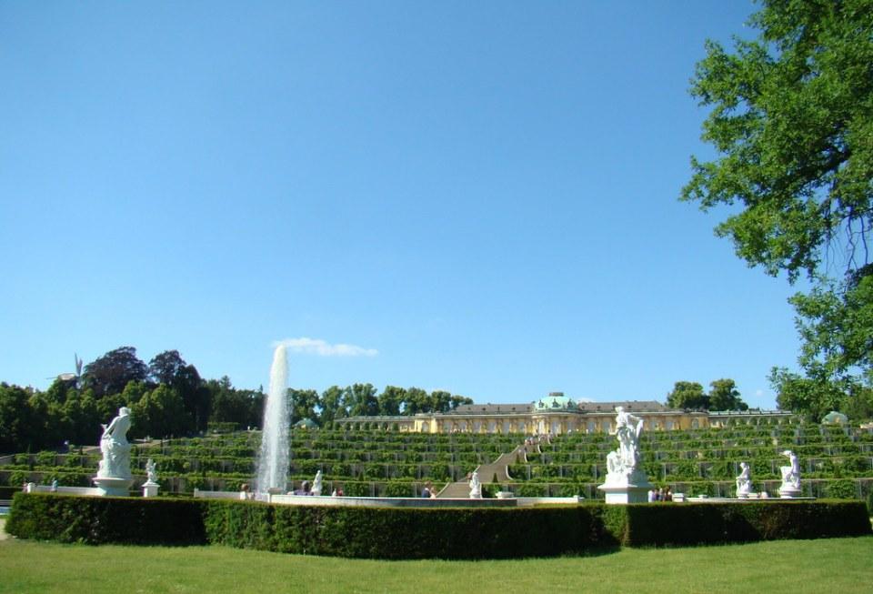gran fuente viñedos Jardines y Palacio Sanssouci Potsdam Alemania 10