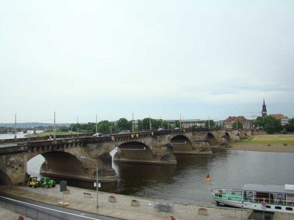 Puente de Augusto Augustusbrücke Valle del Elba Dresde Alemania 12