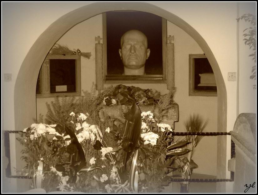 Predappio - Mussolini's tomb | Rolando Junior Lattanzi | Flickr
