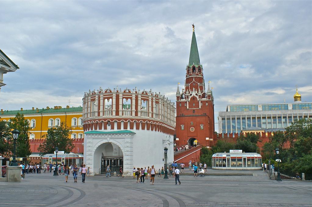 莫斯科-俄羅斯之旅 | 克里姆林宮-三聖塔是目前遊客進入的出入口。我們由此進入參觀。 | KC Huang | Flickr