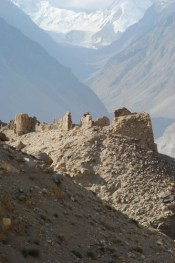 Yamchun fortress - Afghan Hindukush in the background © Bernard Grua