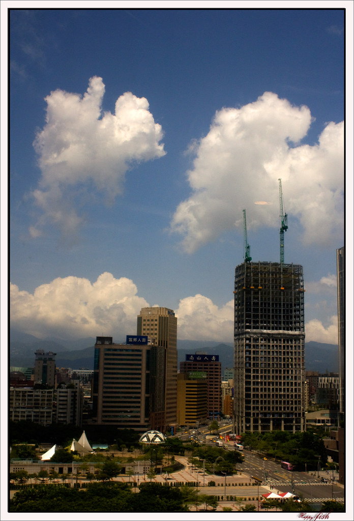 放假中的臺北市 | 假期中的臺北街頭 一樣的好天氣 少了擁擠的車潮及人潮 發著呆享受著難得的舒懶 連續假期 ...