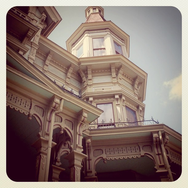 Victorian Mansion in #Astoria