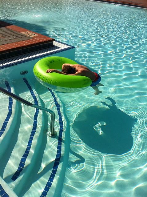 Linus in the Pool