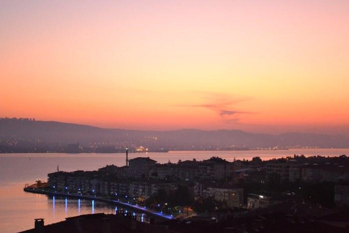 Değirmendere Sahil'de Gün doğarken, Foto Süleyman Güzel