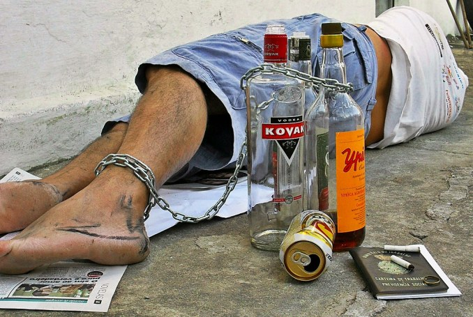destruído pelo álcool