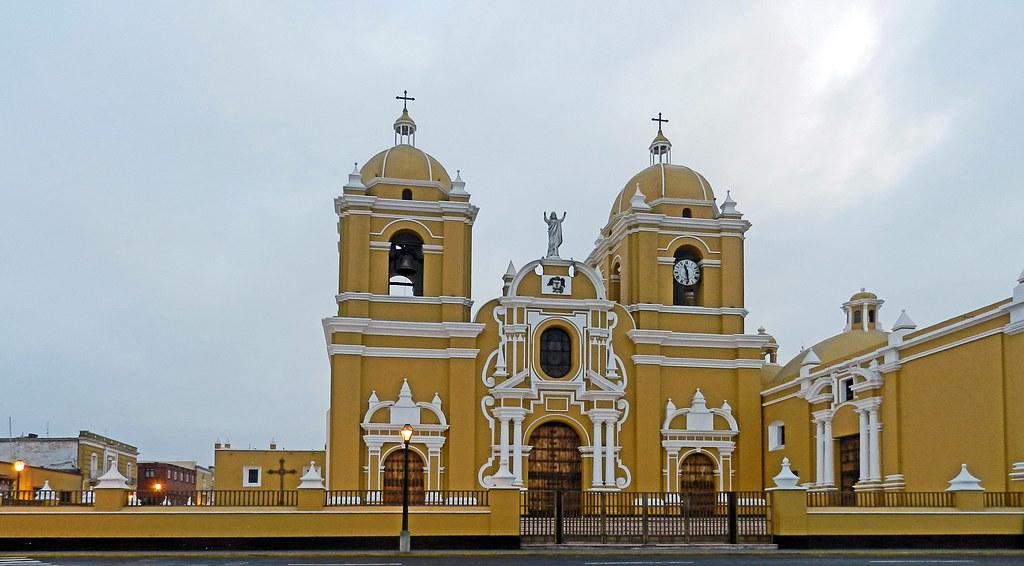 exterior Catedral de Santa Maria de Trujillo Peru 01