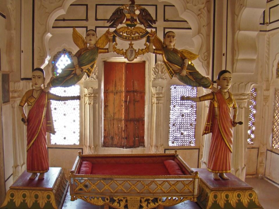 Cuna de bebe interior Palacio Jhanki Mahal Museo del Fuerte Mehrangarh en Jodhpur India 42