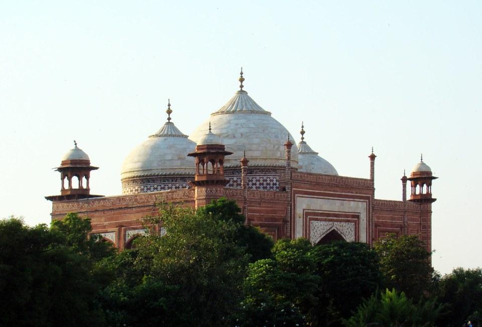 cupulas exterior Mezquita Jama Masjid complejo de Taj Mahal Agra India 09