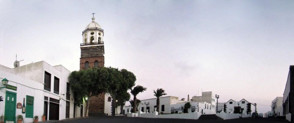 torre de Iglesia de Nuestra Señora de Guadalupe Plaza de la Constitución Villa de Teguise Lanzarote 27