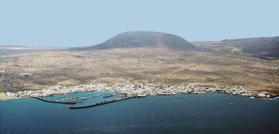 Isla La Graciosa Caleta de Sebo desde Mirador del Rio Lanzarote 03