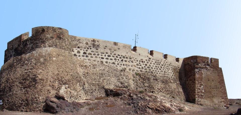 exterior Castillo Santa Barbara Teguise Lanzarote 03