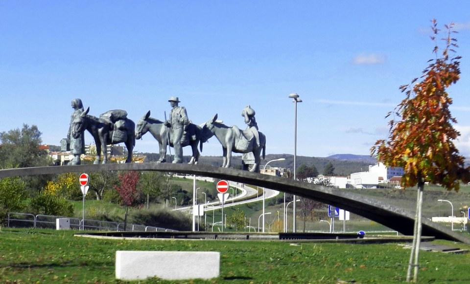 Escultura Monumento de la Rotonda del Sabor escultor Barata Feyo Braganza Portugal 06