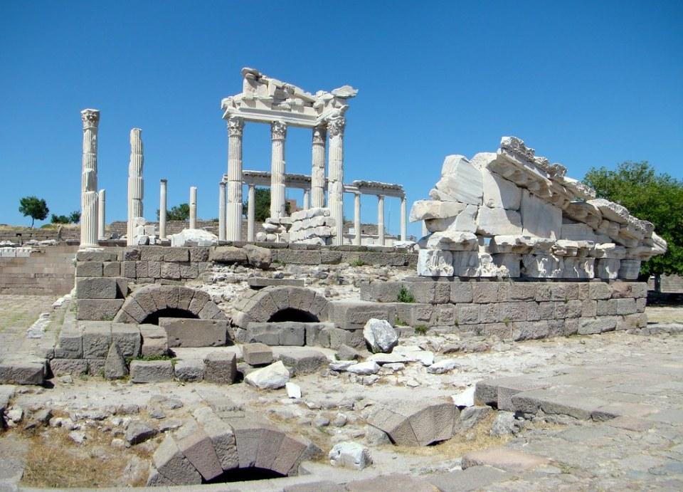 Templo de Trajano y Stoa Acrópolis Pérgamo Turquía 11