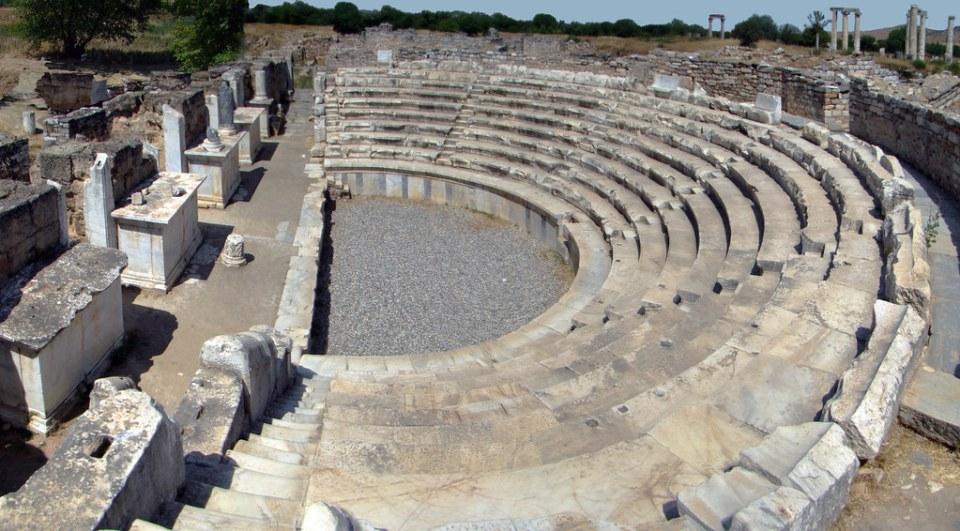 vista panoramica buleterión consejo municipal u Odeón Afrodisias Turquía 28