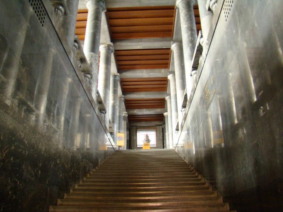 escalera interior Biblioteca Nacional y Universitaria de Eslovenia Liubliana Eslovenia 46