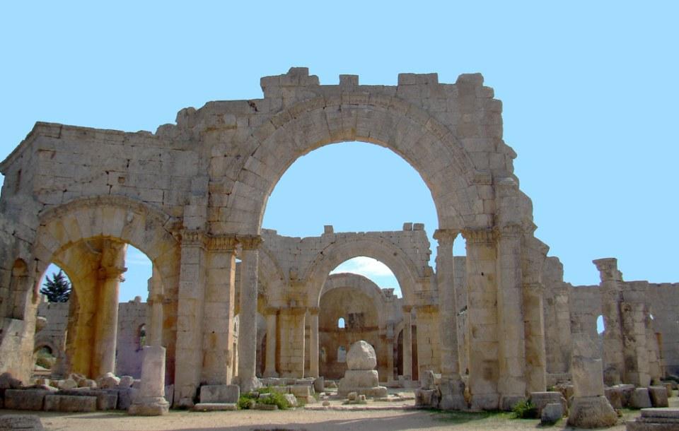 pedestal Octogono central martyrium de basilica; abside y altar mayor de interior iglesia o Basilica este Monasterio de San Simeon Siria 42
