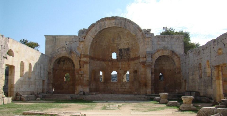 abside y altar mayor interior de iglesia o Basilica este Monasterio de San Simeon Siria 33