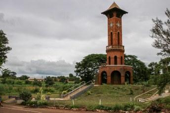 Toen we door Zomba reden stopten we even bij dit monument voor de gevallen soldaten van de King's African Rifles die namens de Engelsen vochten in de 1ste wereldoorlog.