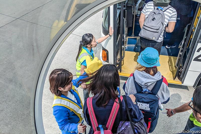 Autobús para llevar a los viajeros a la terminal