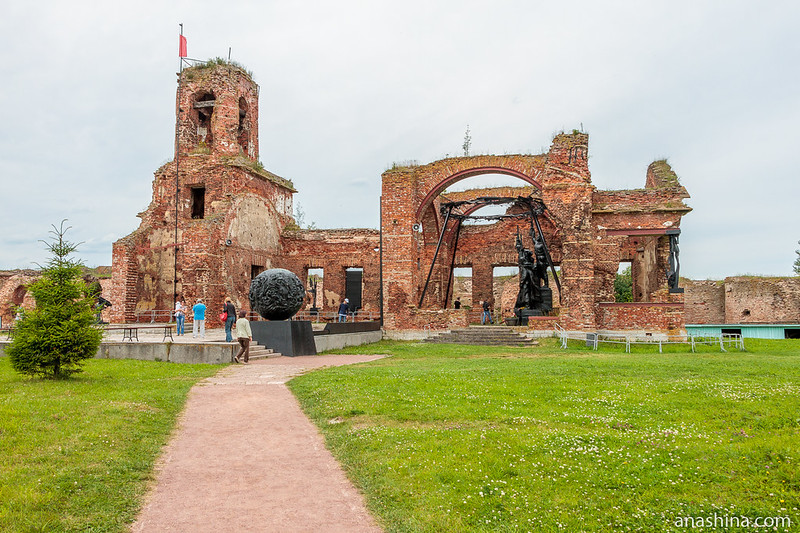 Мемориал защитникам крепости Орешек в Иоанновском соборе