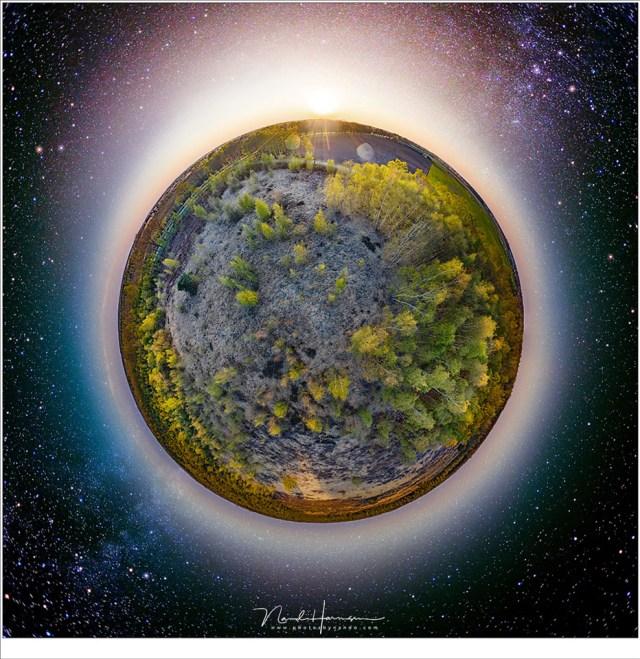 Een 360°/180° panorama; de drone leent zich goed voor dit soort Little Planet opnamen te maken. Je hebt er 26 foto's voor nodig. Bij deze bewerking heb ik bovendien gebruik gemaakt van een sterrenhemel panorama, van 12 opnamen, die ik lang geleden aan de Adriatische Kust gemaakt heb. Lang leve Photoshop