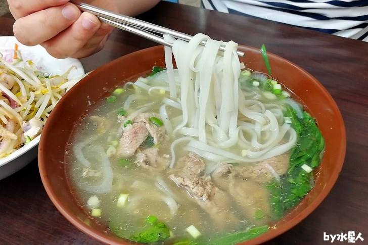 40789507403 e71e811152 b - 台中超高CP值平價越南料理!米線、河粉只要70元起,用餐時間人潮大爆滿
