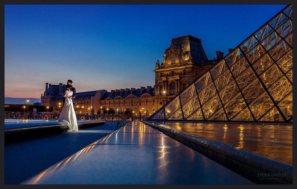 Abendliches HochzeitsShooting am Louvre  Der im Alter