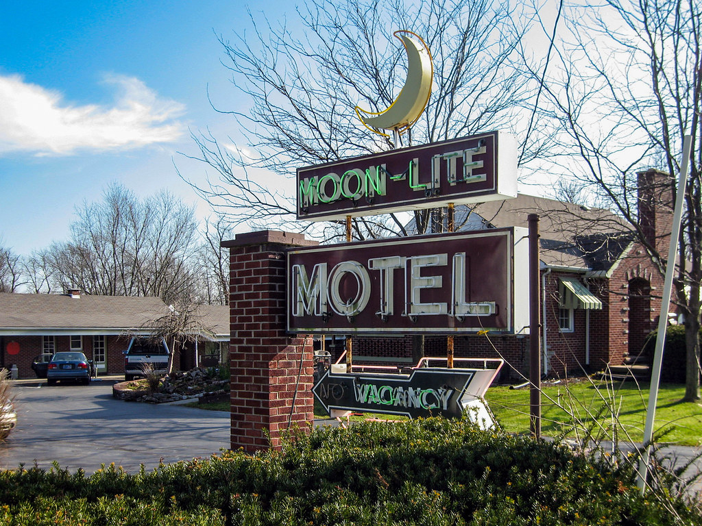 Moon-Lite Motel