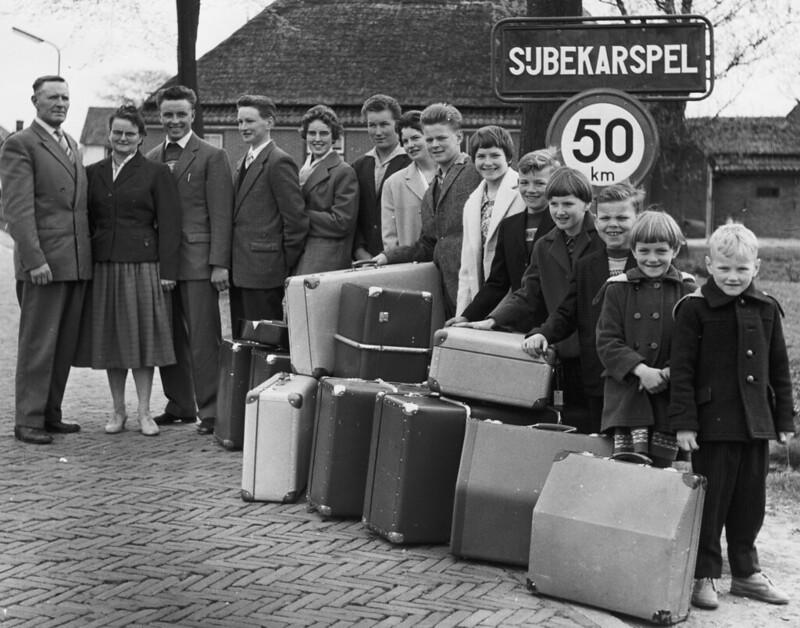 04-26-1960_17222 Familie Sneek uit Sijbekarspel