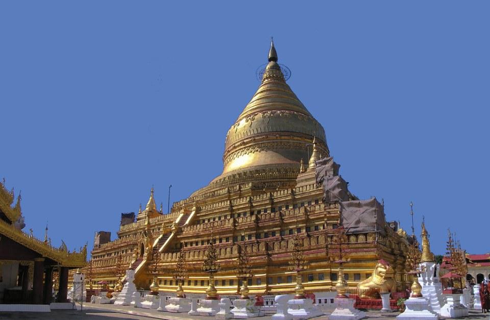 estupa central de Pagoda Shwezigon Paya de Bagan Myanmar Birmania 03