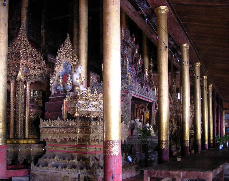 estatuas de buda Pagoda Phaung Daw U en Lago Inle Myanmar Birmania 02