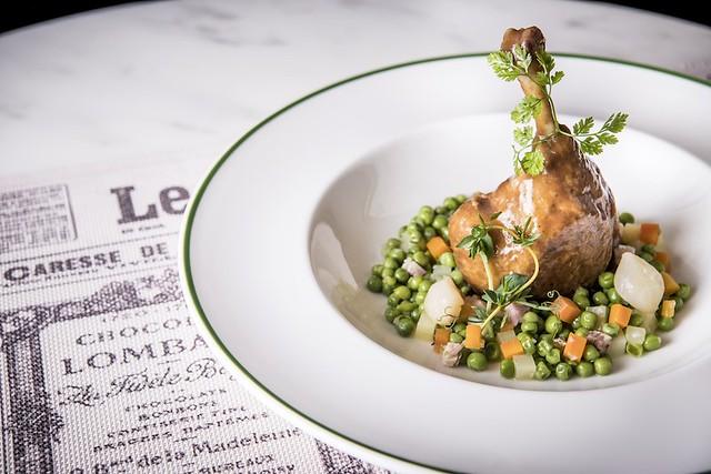 Slow braised challans duck leg in muscadet white wine, with green peas 白酒慢煮法國沙朗鴨腿伴青豆