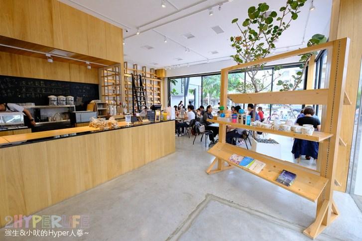 46892857175 f75bee4878 c - 說書旅人   有免費書籍可室內閱讀的不限時咖啡廳!餐點飲料都不到百元,也有提供wifi和插座哦~