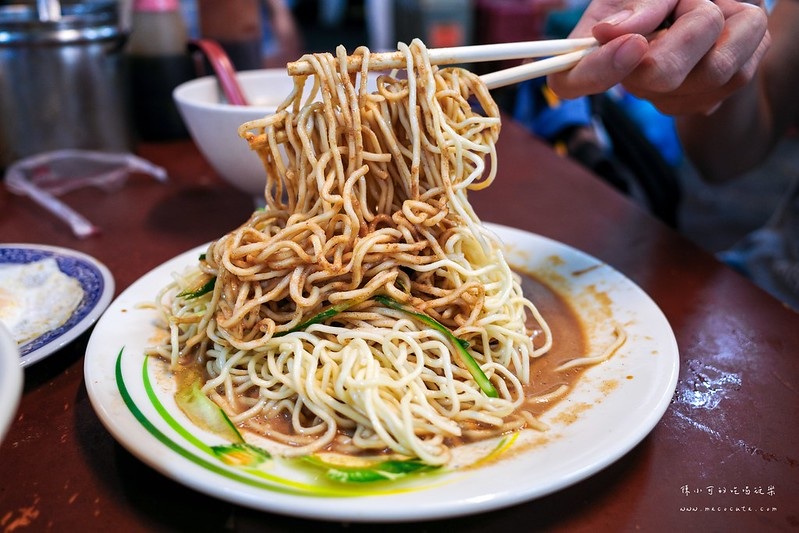 臺北宵夜:劉媽媽涼麵。臺北人的宵夜和早餐!涼麵蒜味濃郁好吃。邪惡半熟蛋 – 陳小可的吃喝玩樂