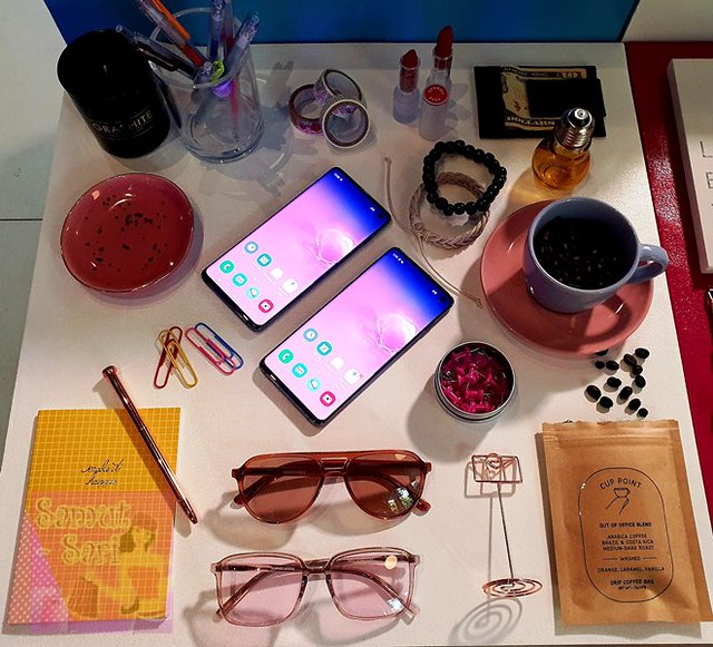 Samsung Galaxy S10 PasS10n Lab with Sunnies Studios