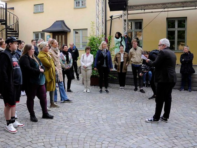 Debut i  Knäppingsborg