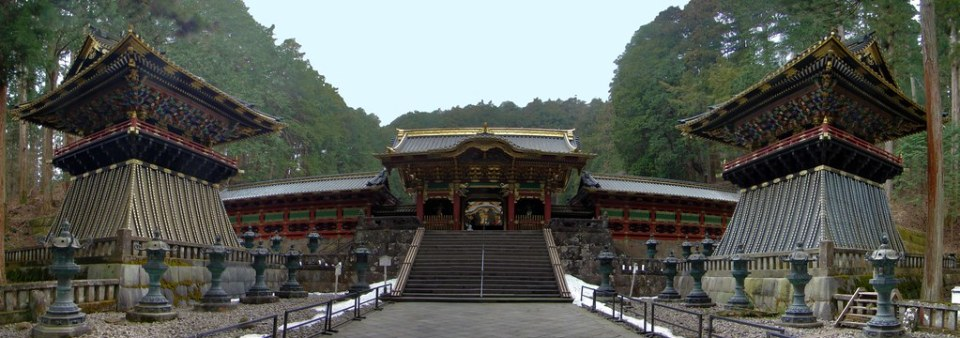 Yasyamon puerta cuatro guardianes Mausoleo Lemitsu o Taiyuinbyo de Nikko Japon 01