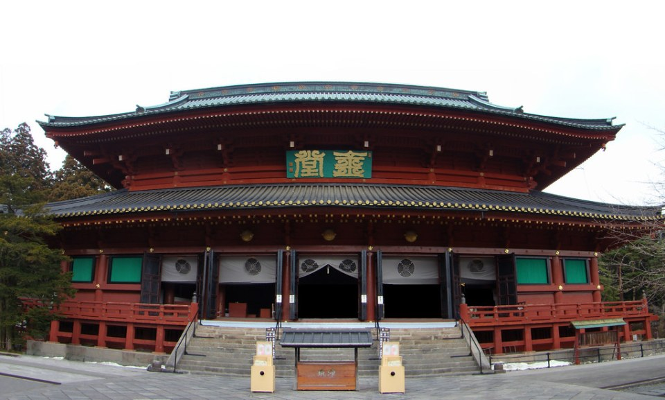 exterior edificio Sanbutsudo salon de los tres budas Santuario Rinnoji Niko Japón 01