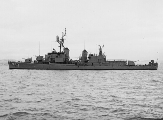 2591px-USS_Walke_(DD-723)_off_the_Mare_Island_Naval_Shipyard_on_11_October_1961_(NH_99816)