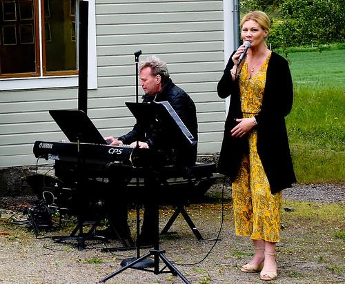 Åsa Sjöberg och Roland Engdahl bidrog med svenska sånger som hör sommaren till
