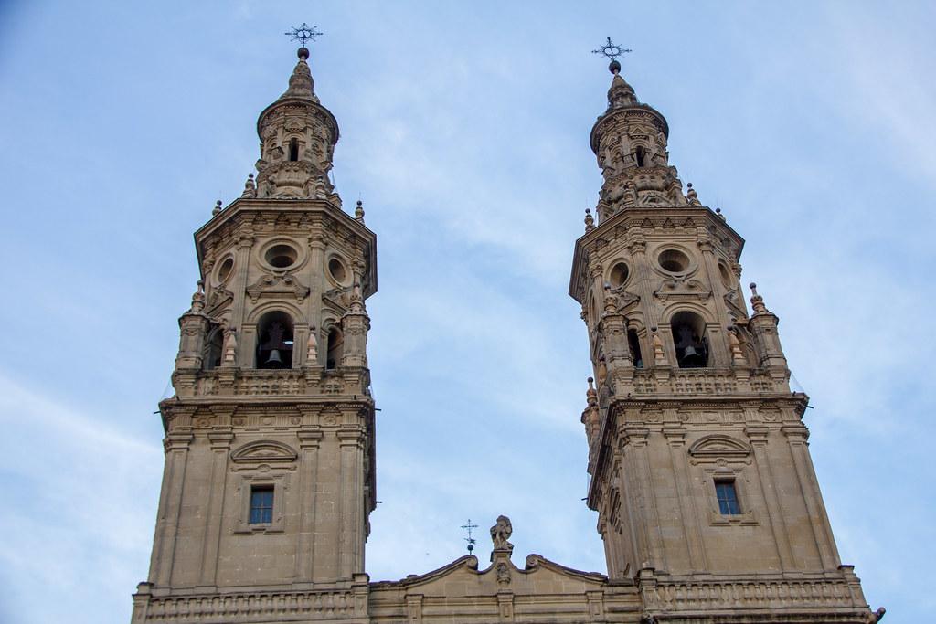 torre campanario exterior Concatedral de Santa Maria de la Redonda Logroño La Rioja 03