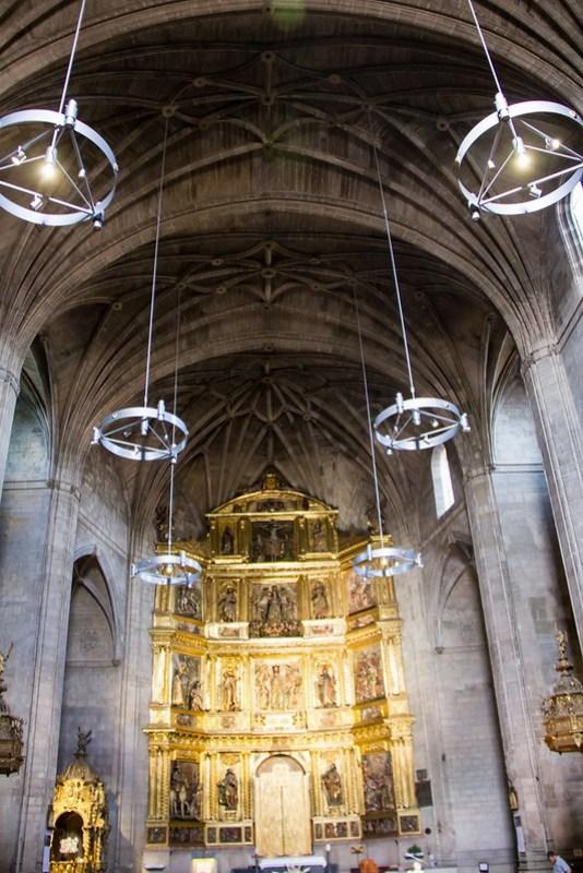 retablo altar mayor interior iglesia de Santiago el Real Logroño La Rioja 02