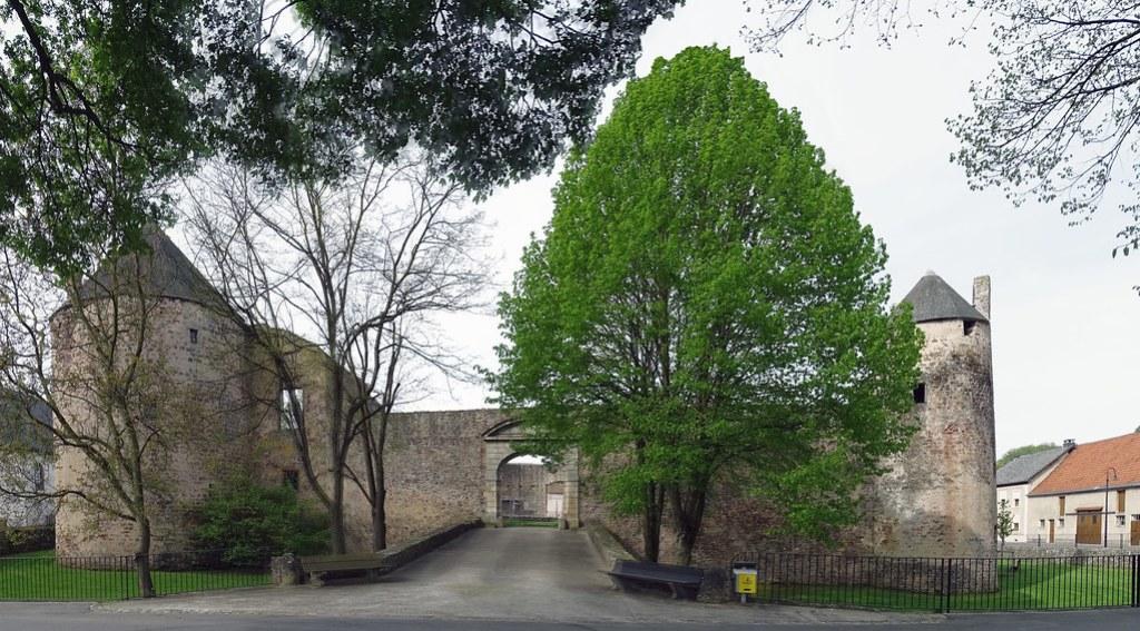 fachada noreste exterior Castillo de Pettingen Mersch Luxemburgo 01