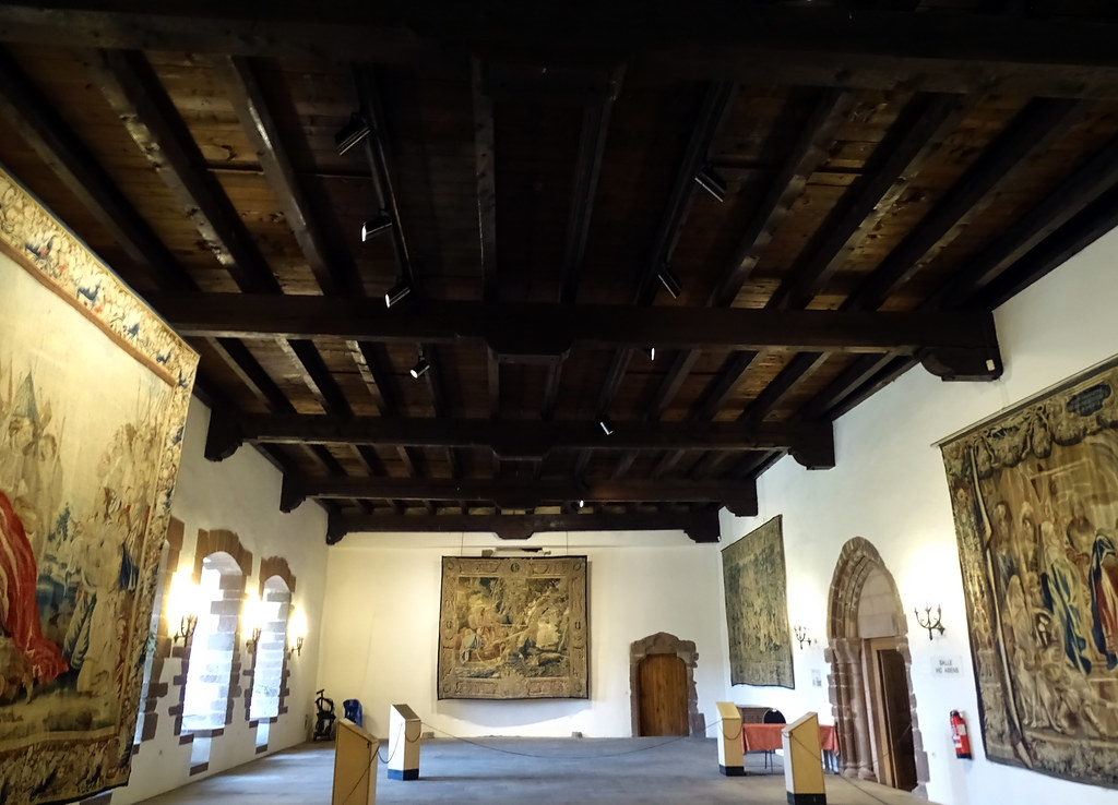 Tapices Salon de Baile o Sala de Vic. Abens interior Castillo de Vianden Luxemburgo 02