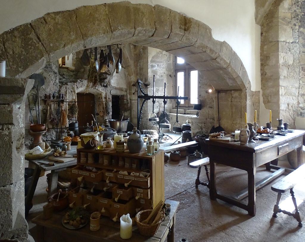 gran cocina interior Castillo de Vianden Luxemburgo 05