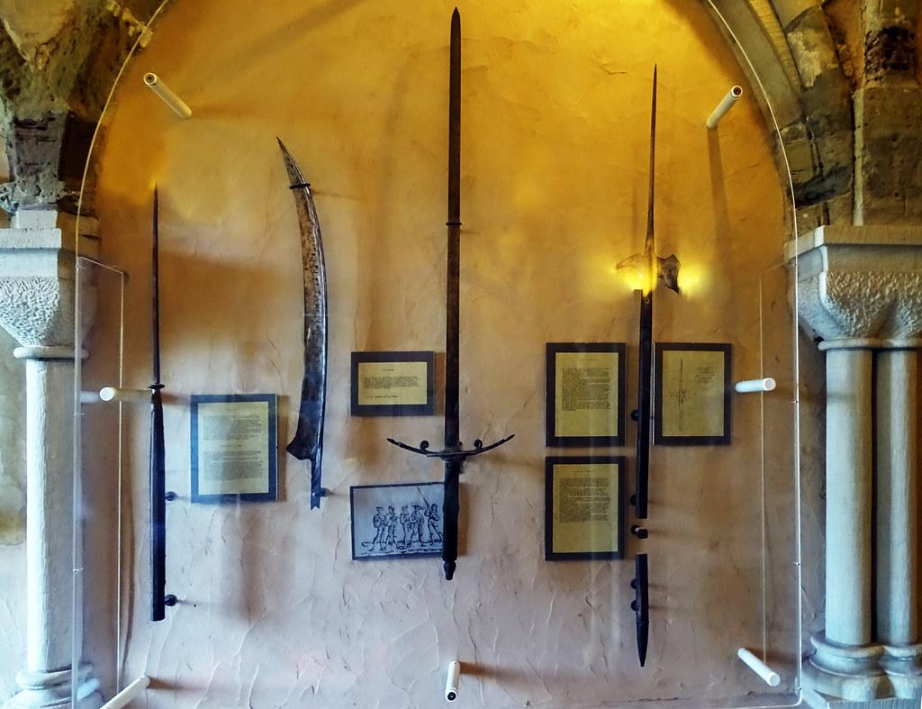 armas blancas medievales Castillo de Vianden Luxemburgo 03